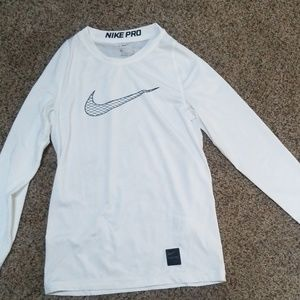 BRAND NEW! white Nike shirt